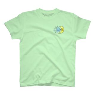たいようとつきのおふざけ T-shirts