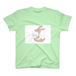 馬小屋のウサギちゃん T-shirts