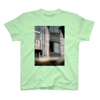 心霊写真(窓の女) T-shirts