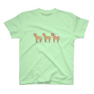 鹿さんの上でスヤヤ T-shirts