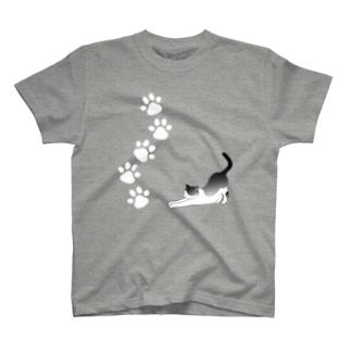 白黒猫:足あと&のび~ Tシャツ