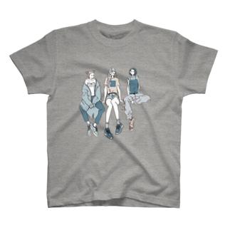 パンツとスニーカー 青 Tシャツ