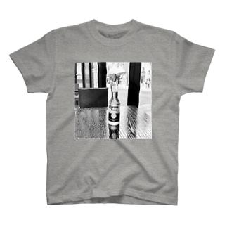 休日 T-shirts