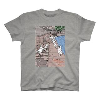 セーヌ川と鳥の群れ T-shirts