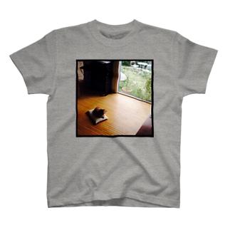 黄昏れ犬 T-shirts