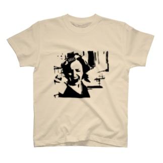 なんか叫んでる女 T-shirts