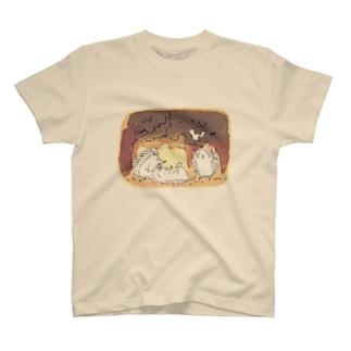 ハリネズミ一家と小鳥 T-shirts