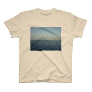 地平線 T-shirts