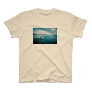 海で鬼ごっこ T-shirts