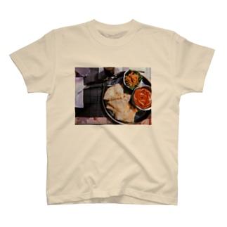 チキンカレーとチーズナン T-shirts