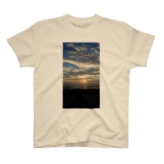 一緒に見た夕日 T-shirts