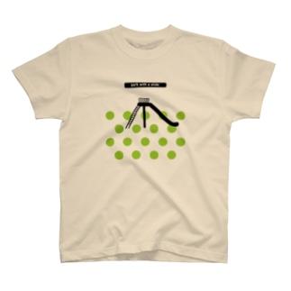 すべり台のある公園 T-shirts