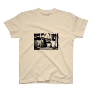 這い寄る黒髪女 T-shirts