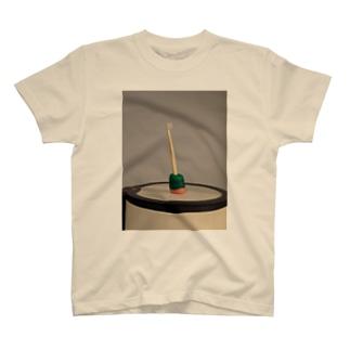 3月、歯ブラシとゴミ箱 T-shirts