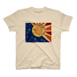 太陽と月 T-shirts