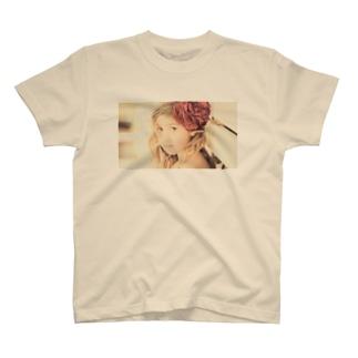 セピアなフラワーガール T-shirts