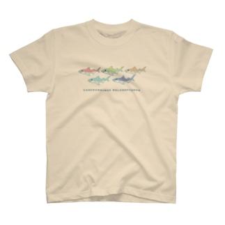 カラフルなサメ T-shirts