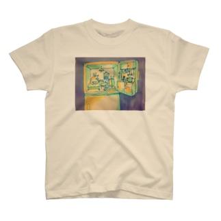 冷凍庫に住んでいるシロクマ T-Shirt