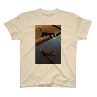 鏡の世界へ T-shirts