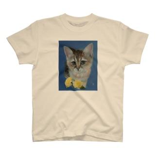 仔猫と幸せの黄色いバラ T-Shirt