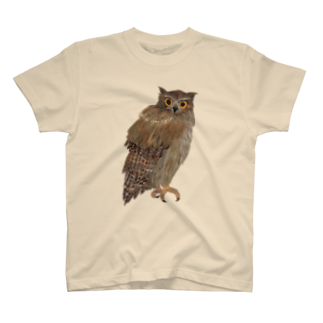 gomaphのこちらを観察するシマフクロウ T-shirts
