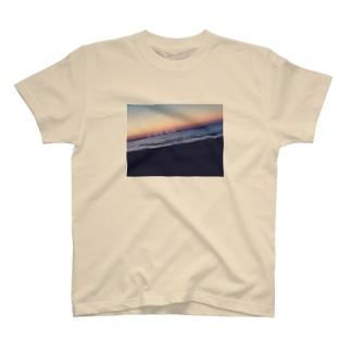 """""""今、ここ""""を生きろ T-shirts"""
