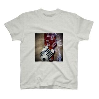 呪いの櫛と狐面 Tシャツ