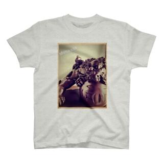 shisaaa T-shirts