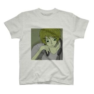 ヘッドホンの男の子 T-shirts