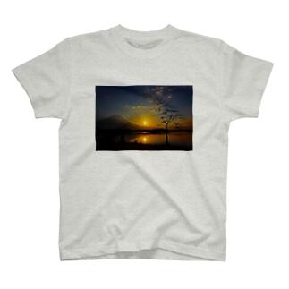 富士の日の出 T-shirts