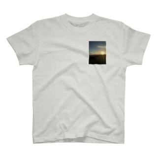 海と夕日 T-shirts