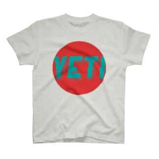 Yeti meets girl (standard) T-shirts