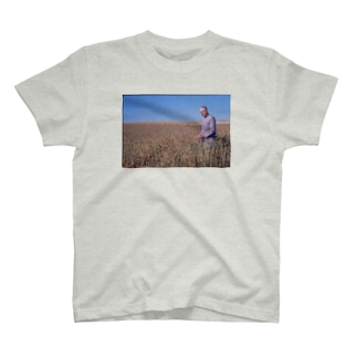 MERRILL OVESON IN A FIELD, CIRCA 1975 T-shirts