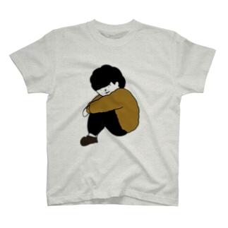 体育座りの男の子 T-shirts