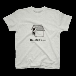 いきものイラストショップの警戒中の犬(ドット絵) T-shirts