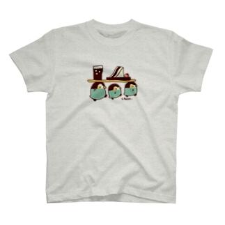 サンドイッチを運ぶペンちゃん T-shirts
