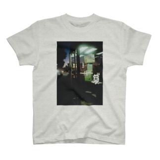 夜、公衆電話で T-shirts
