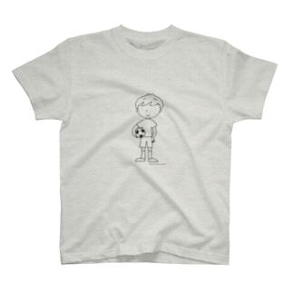 サッカーボールと少年(モノクロ) T-shirts