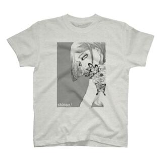 牡丹の女 T-shirts