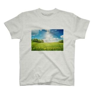 大草原の風景 T-shirts