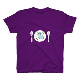 皿の上のじんねこ T-shirts