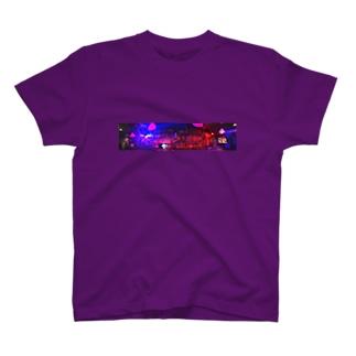 カウンターに座って見える真昼の月 T-shirts