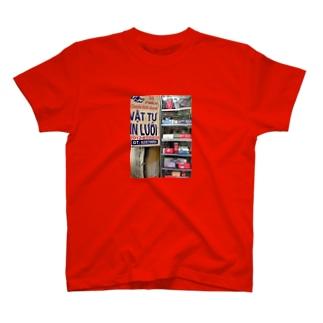 ハノイの街角 T-shirts