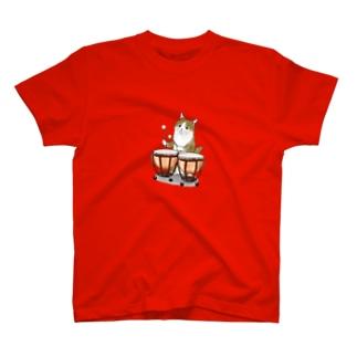 ティンパニーを叩く猫 T-shirts