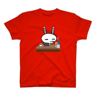 執筆中のうさぎ T-shirts