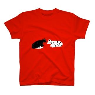 黒勝ちの牛と白勝ちの牛 T-shirts