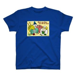 編み物をする毛糸玉ひつじ T-shirts