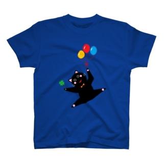 黒ねこ 風船とクローバー T-shirts