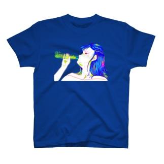 ラムネをのむおんなのこ T-shirts