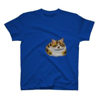 「ご飯まだかなぁ」と、思ってるみたいな猫 T-shirts